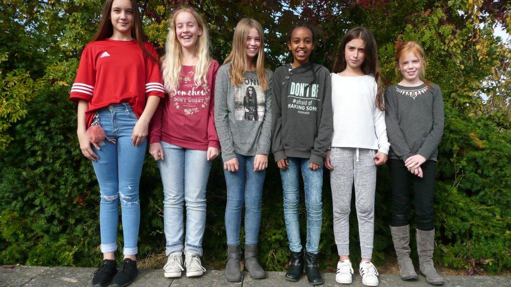Die Mädchen-AG spendet für den Förderverein