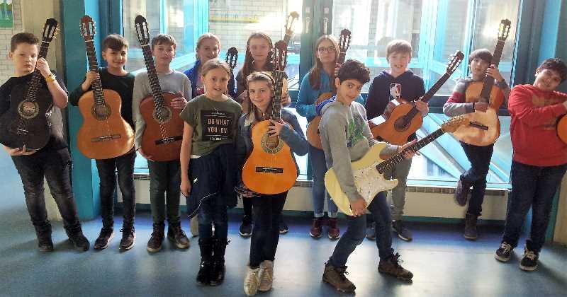 Gitarrenunterricht im neuen fünften Jahrgang