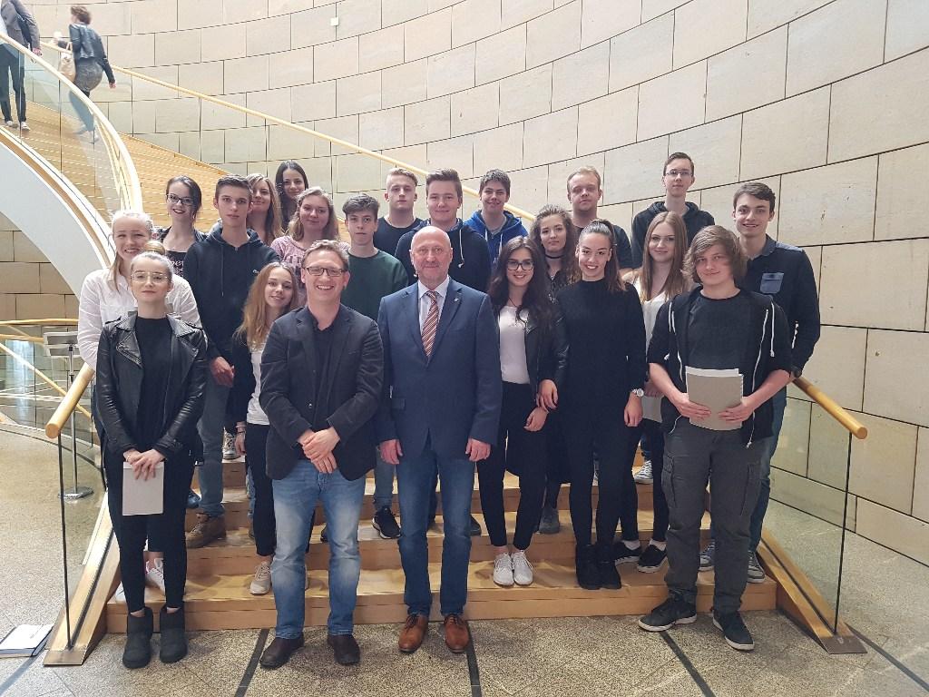 """11er besuchen Landtag NRW und nehmen an """"Aktueller Stunde"""" teil"""